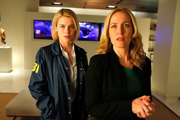 Rachel Taylor e Gillian Anderson são as estrelas de Reféns do Poder, série que a Globo exibe em fevereiro (Foto: Divulgação)