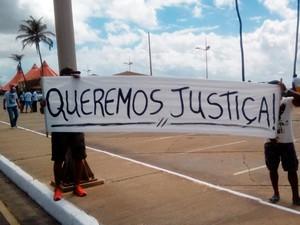 Cartaz exibido por grupo pede justiça (Foto: Alessandro Portugal/Arquivo pessoal)
