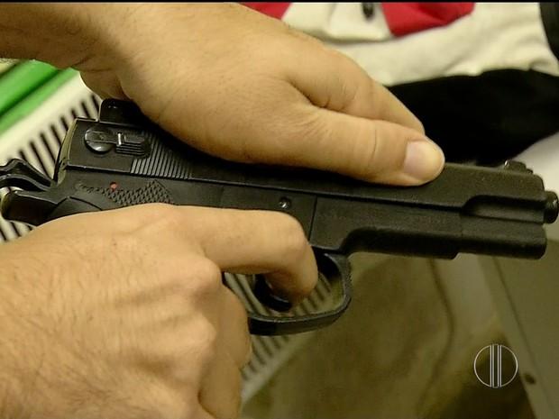 Arma usada em assalto a ônibus em Natal era de brinquedo (Foto: Reprodução/Inter TV Cabugi)