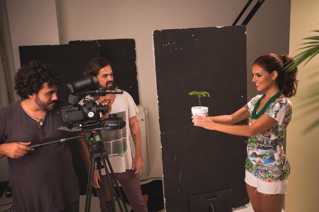 Paloma Bernardi fala sobre cenas quentes de Thiago Martins com Glória Pires na novela Babilônia: Tudo bem vê-los se beijando, é trabalho! (Foto: Divulgação)