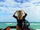 Julia Faria exibe novamente o corpão em foto de biquíni em Miami