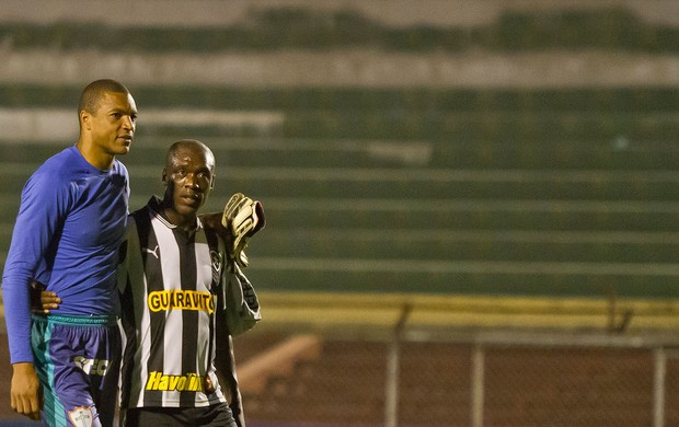 Seedorf e Dida, Portuguesa x Botafogo (Foto: Edu Saraiva / Agência Estado)