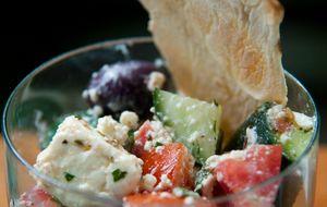 Como fazer salada grega