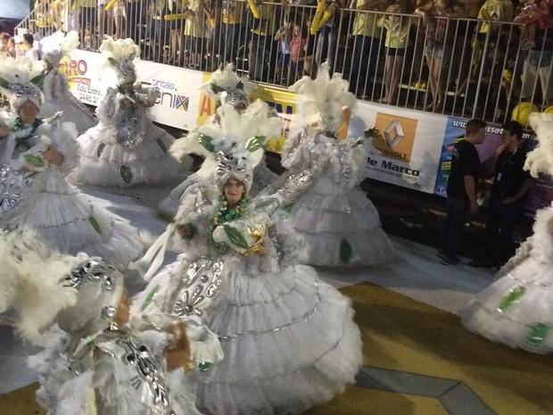 Ala de baianas da Escola Império Guerreiro (Foto: Isabella Fernandez/RBS TV)