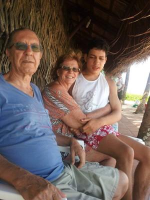 Suzana Schettini, o marido e o filho Matheus (Foto: Arquivo pessoal)