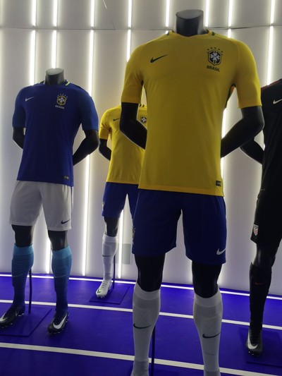 a4b242da44 Novas camisas seleção brasileira Nike (Foto  Martin Fernanez)