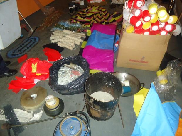Guarda apreende material para fazer balões em residência de Rio Claro, SP (Foto: Divulgação/Guarda Municipal)