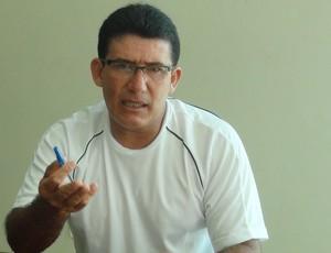 Liu Melo, professor de educação física e parceiro de Aloísio Chulapa no peojeto Meninos de Ouro (Foto: Denison Roma / Globoesporte.com)