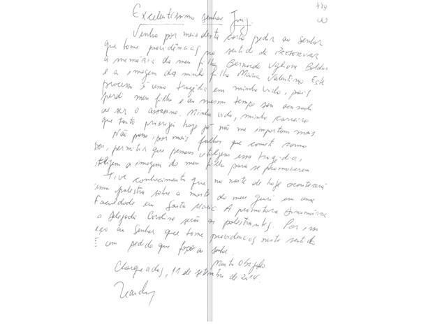 Carta escrita por Leandro Boldrini foi entregue ao juiz (Foto: Reprodução )