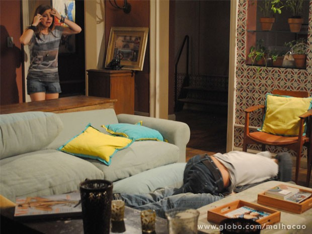 Fight!!! Os irmãos caem no tapa e Lia fica aflita (Foto: Malhação/ TV Globo)