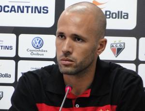 Gabriel, zagueiro do Atlético-GO (Foto: Sílvio Túlio / Atlético-GO)