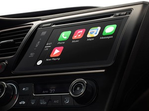 Sistema para carros da Apple, CarPlay libera motorista para comandar aplicativos do iPhone com comandos de voz. (Foto: Divulgação/Apple)