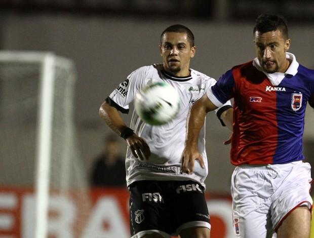 Felipe Azevedo alex bruno paraná x ceará (Foto: Geraldo Bubniak/Footo Arena/Agência Estado)