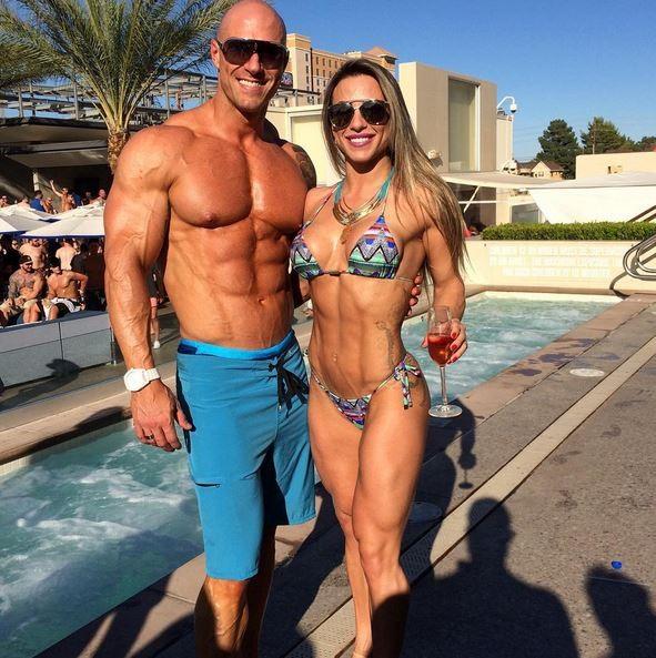 Michelly Crisfepe posa com o marido, Carlos Tomaiolo (Foto: Reprodução/Instagram)