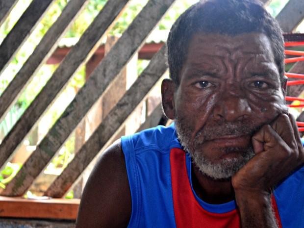 Manoel de Oliveira não consegue lembrar onde mora e nem como chegou ao Acre  (Foto: Tácita Muniz/G1)
