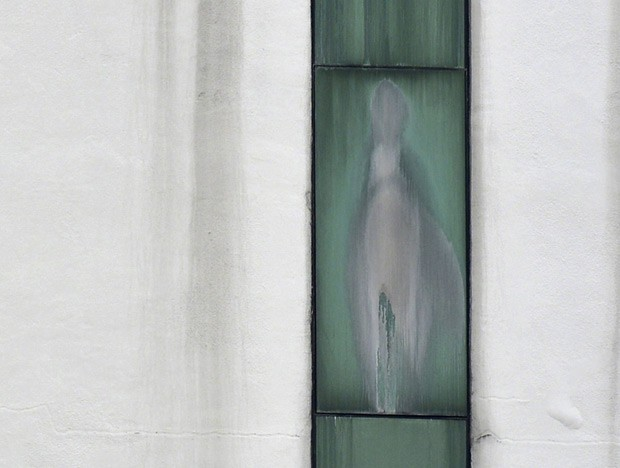 Suposta imagem da Virgem Maria que teria aparecido em janela de hospital na periferia de Kuala Lumpur, capital da Malásia (Foto: Reuters)