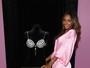 Jasmine Tookes mostra sutiã milionário antes do VS Fashion Show