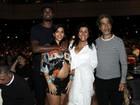 Benedita, filha de Regina Casé, exibe barrigão de grávida em show no Rio