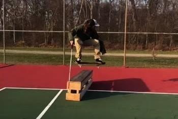Com apenas 5% da viso em s um dos olhos, Dan Mancina d show com skate (Foto: Reproduo/YouTube)