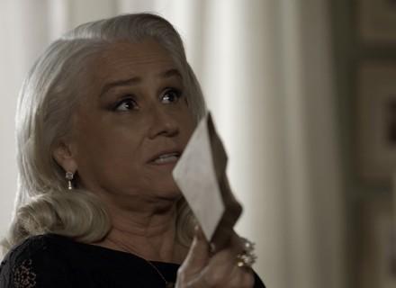 Mág entrega dinheiro a Ciro e Pedro e Ana Luiza o veem guardar em cofre