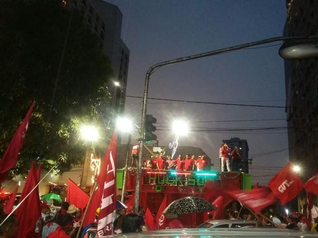 Protesto defende democracia e permanência de Dilma Rousseff na presidência (Foto: Jessica Gatti / G1 PA)