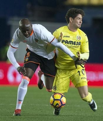 Mangala e Alexandre Pato Villarreal x Valencia (Foto: EFE)