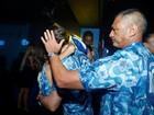 Chace Crawford beija Manu Gavassi em camarote na Sapucaí, no Rio