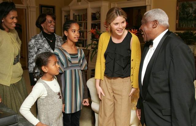 Irmãs Bush mostram a Casa Branca para Irmãs Obama (Foto: reprodução)