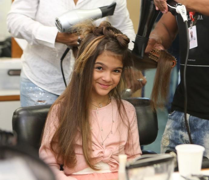 Mel Maia só para as lentes do Gshow enquanto se 'transforma' em Felícia (Foto: Carol Caminha/Gshow)