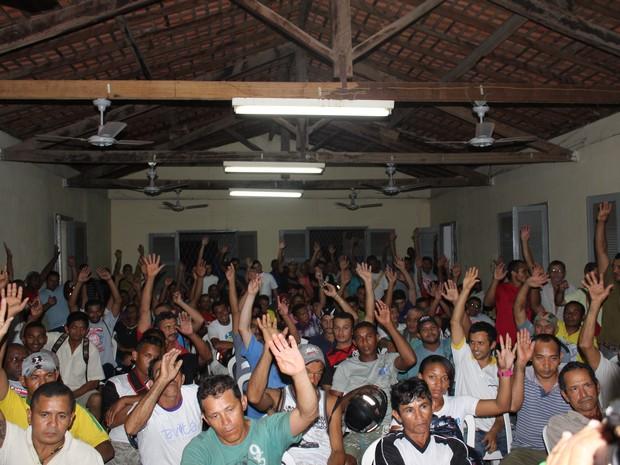 Trabalhadores da construção civil no Piauí aprovaram por unanimidade o indicativo de greve (Foto: Ellyo Teixeira/G1)