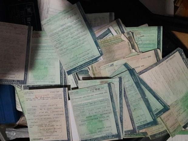 Documentos de veículos também foram apreendidos (Foto: Divulgação/ PM Tatuí)