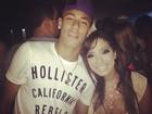 Neymar se diverte com amigos em boate no Rio