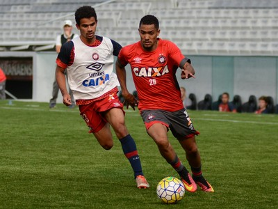 Breno Juninho Atlético-PR (Foto: Marco Oliveira/ Atlético-PR)
