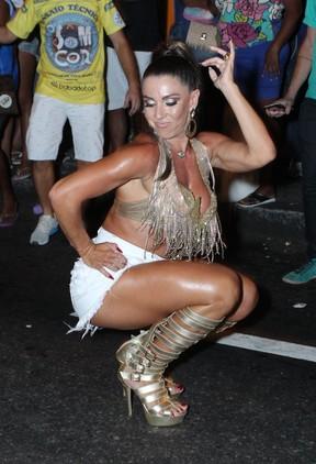 Andréa de Andrade em ensaio de rua da Vila Isabel na Zona Norte do Rio (Foto: Marcello Sá Barretto/ Ag. News)
