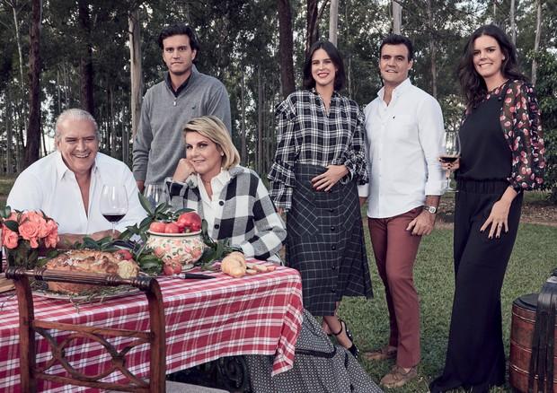 Roberto Egydio, Roberto Egydio Filho, Riccy, Ciccy, José Eduardo e Carol em piquenique no bosque da propriedade da família Souza Aranha (Foto: Gil Inoue)