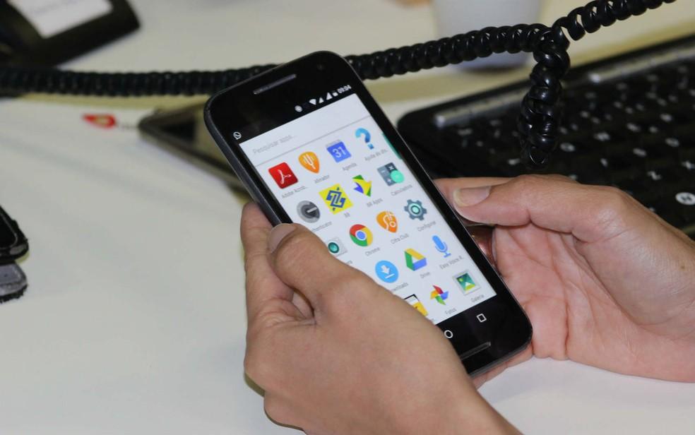 Aumento crescente do uso de dispositivos móveis para acesso à internet impacta no uso de computadores, avalia IBGE (Foto: Fernando Brito/G1)