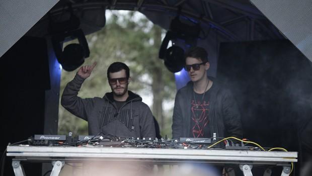 No espaço Dance Paradise, os DJs fizeram a galera pular e dançar com a batida das pick-ups (Foto: Luiz Renato Correa/RPC)