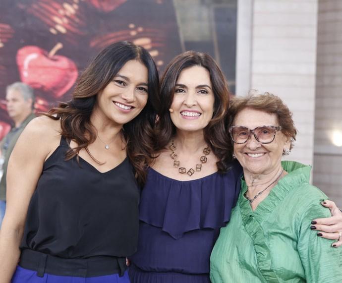 A atriz Dira Paes levou sua mãe para assistir ao 'Encontro'  (Foto: Ellen Soares/Gshow)