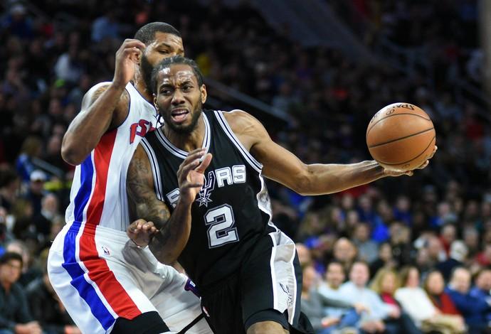 Leonard ajudou os Spurs na vitória (Foto: Reuters)
