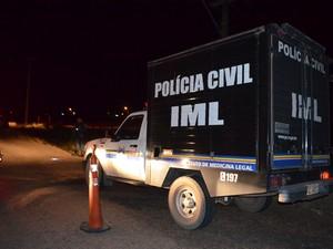 Equipe do IML foi acionada para recolher os corpos na Penitenciária Agrícola (Foto: Marcelo Marques/G1 RR)