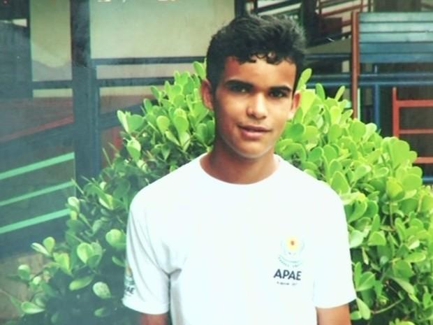 Estudante Tiago Bessa pega ônibus errado em Anápolis e vai parar em Goiânia, Goiás (Foto: Reprodução/ TV Anhanguera)