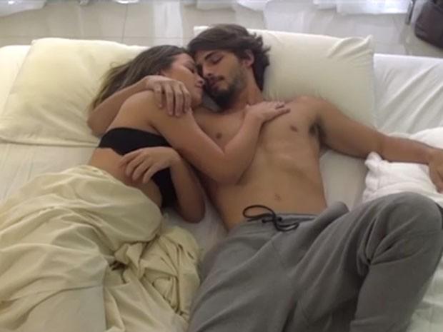 Brenno Leone e Laryssa Ayres gravam o clipe da música 22790 - Equilíbrio (Foto: Divulgação)