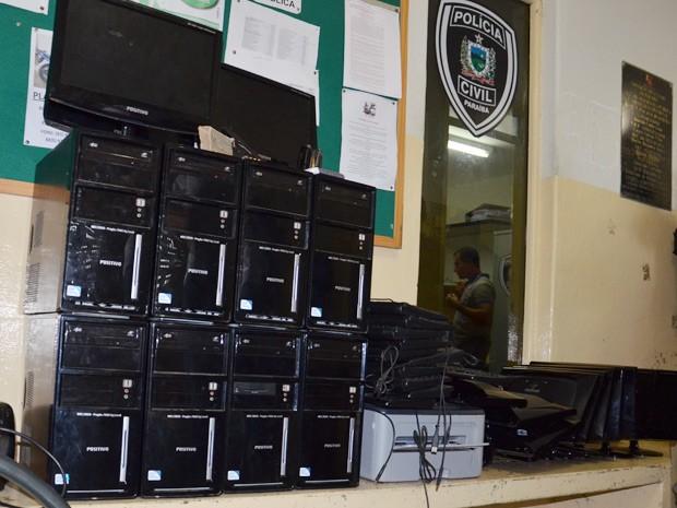 Computadores foram roubados de escola (Foto: Walter Paparazzo/G1)
