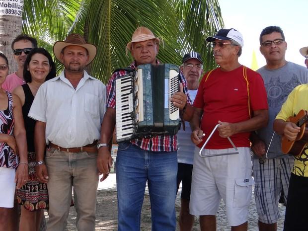 Músicos alagoanos se reúnem para homenagear o cantor Dominguinhos (Foto: Henrique Pereira/G1)