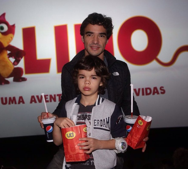 Caio Blat e o filho, Bento (Foto: Wallace Barbosa/Agnews)