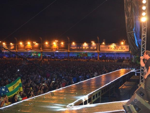 Xanddy abre o esperado show de Aviões do Forró em Aracaju (Foto: Marina Fontenele/G1)