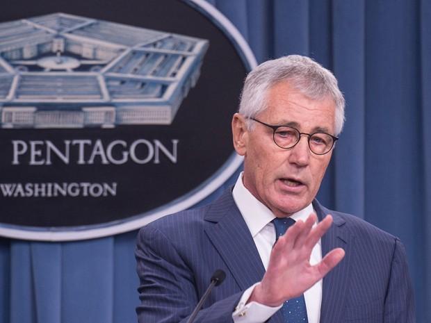 O secretário de Defesa dos EUA, Chuck Hagel, durante coletiva de imprensa no Pentágono, em Washington, na quinta-feira (22) (Foto: AFP Photo/Nicholas Kamm)