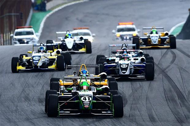 A F3 Brasil acelerando em Interlagos na últimaetapa de 2016. (Foto: Divulgação/Fernanda Freixosa)
