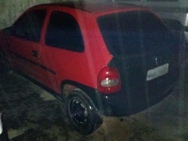 Carro roubado foi apreendido com suspeito (Foto: Sd Athilla Henrique/Pol�cia Militar)