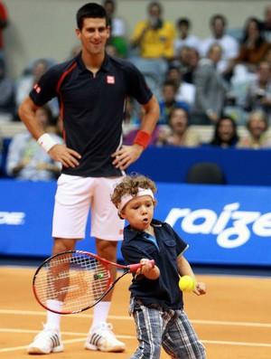 Tênis Djokovic e Guga exibição ginásio do Maracanãzinho menino (Foto: Marcelo Régua / Agência Estado)
